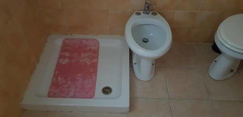 ammiocugino bidet vicino piatto doccia-min