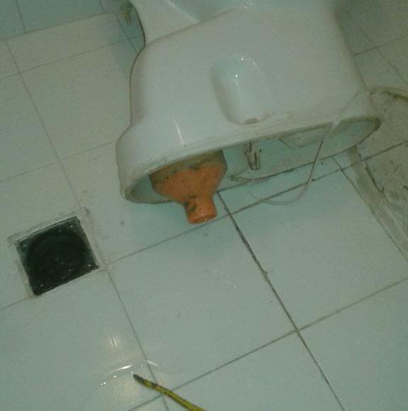 Scarico wc intasato: cosa fare