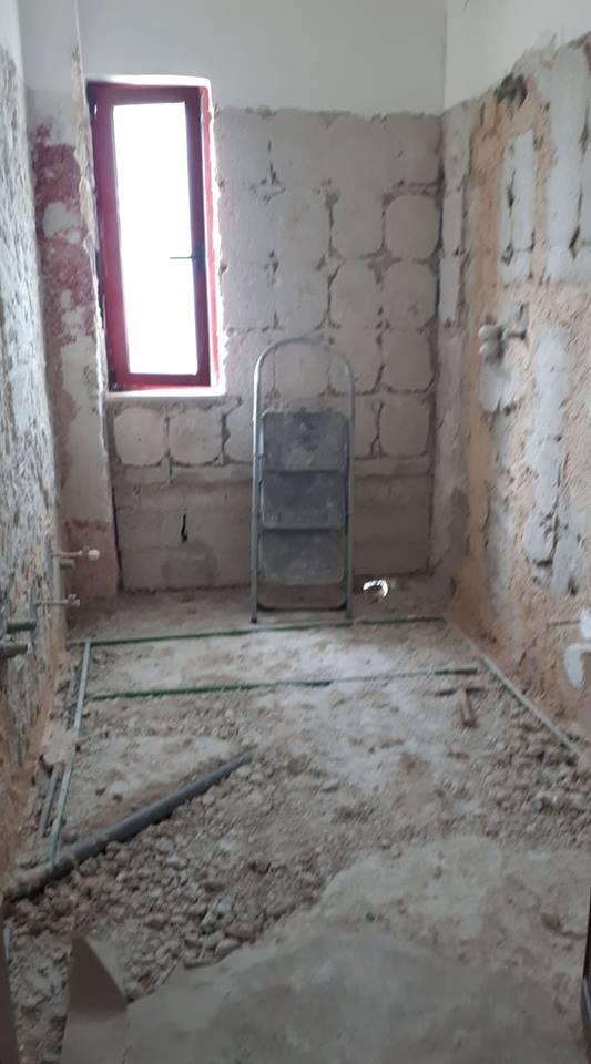 bagno da ristrutturare prima dei lavori