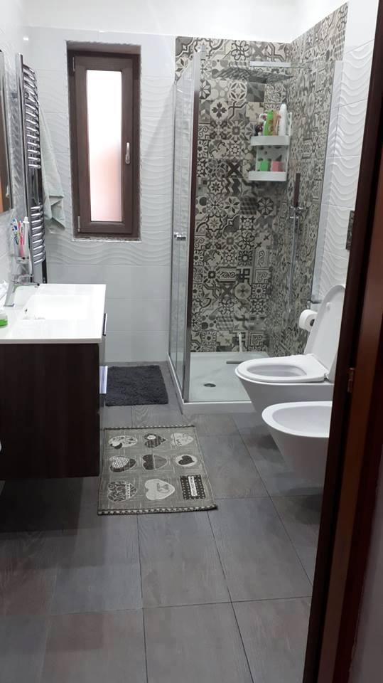 bagno ristrutturato dopo i lavori
