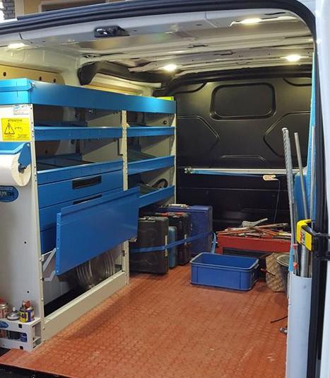 furgone-allestito-scaffali-officina