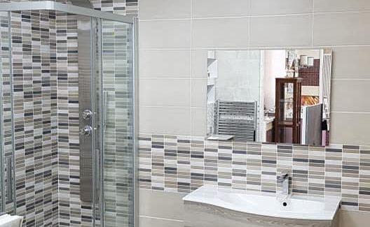 Doccia, lavabo, specchio: idee bagno moderne