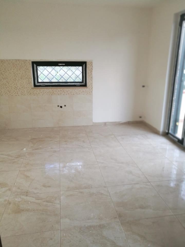 pavimento e parete beige