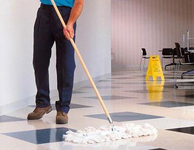 impresa pulisce pavimento